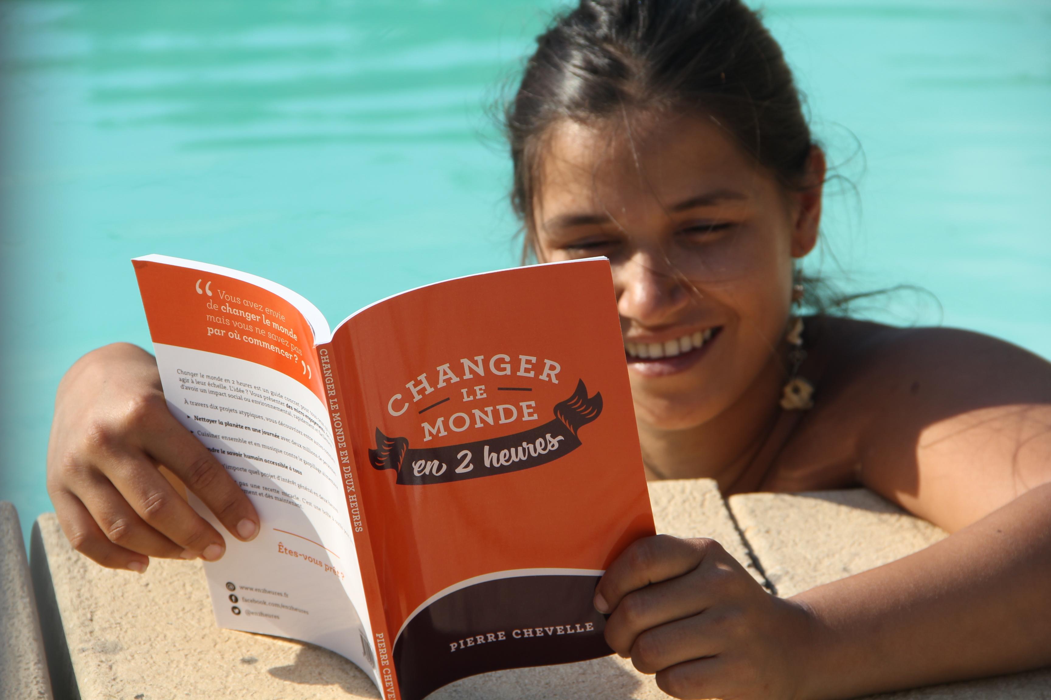 Lectrice changer le monde en 2 heures piscine